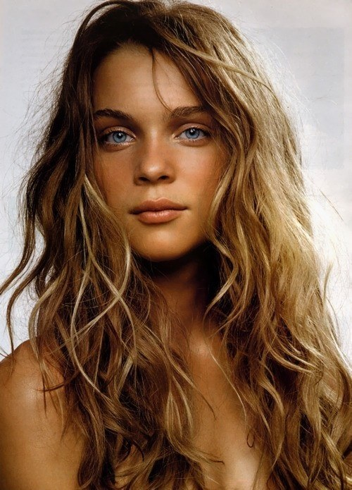 Beachy Waves Tousle Your Hair Gently Using Fingertips To Release The Twist Finish Off With A Sprtiz Of Light Hairspray And You Re Good Go