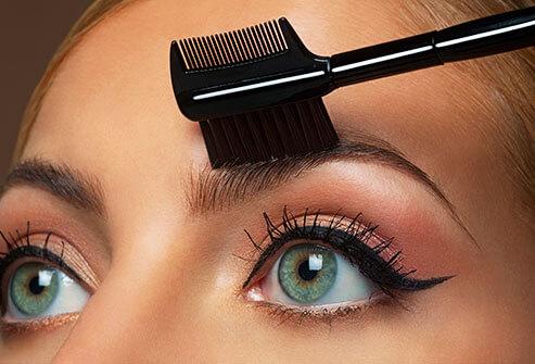 eyebrows-brushing