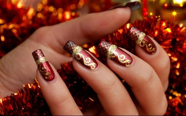 traditional Christmas nail designs