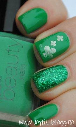 green and sparkle nails