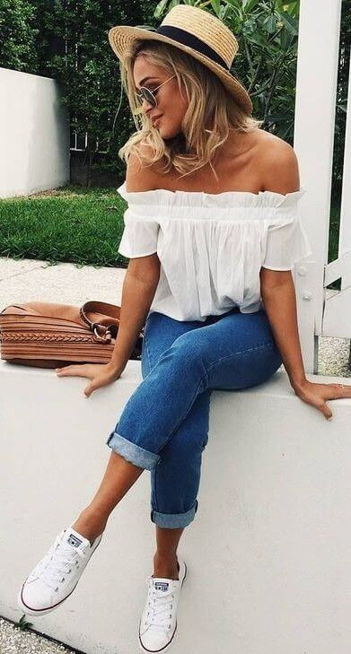 jeans and white top summer outfit