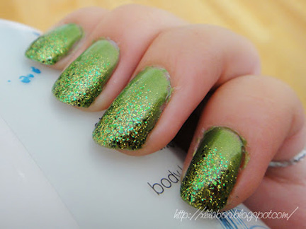 sparkly green nails