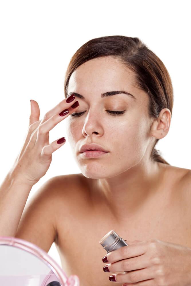 applying eye serum