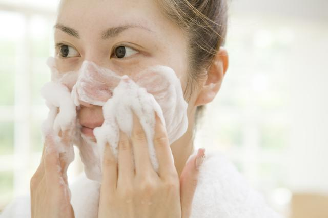 Homemade Anti-Aging Facial Cleanser For Dry Skin