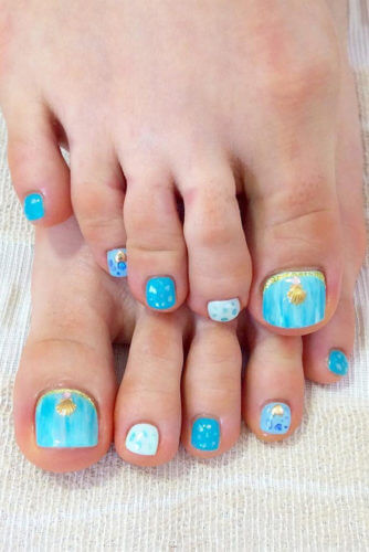 sea toe nail design