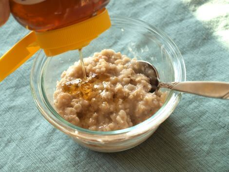 Nourishing Honey Oatmeal Face Mask for Dry Skin