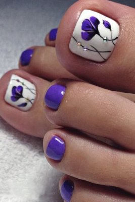 violet floral pedicure designs