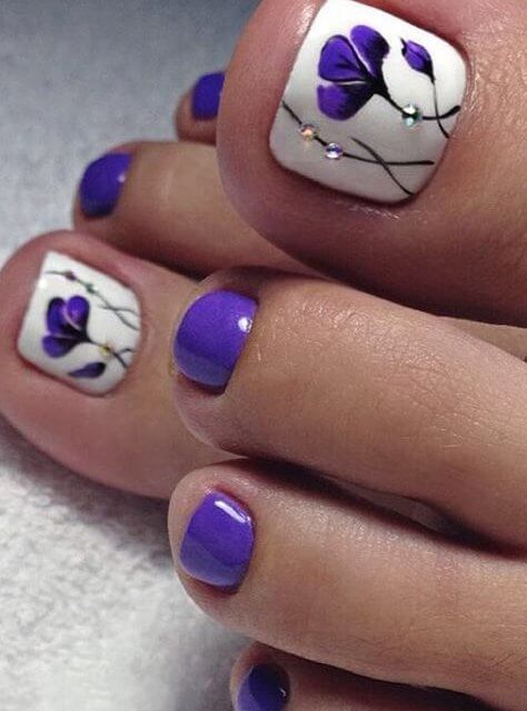 12 Gorgeous Pedicure Designs To Fall In Love With