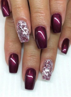 Glossy Wine Nails With Accent