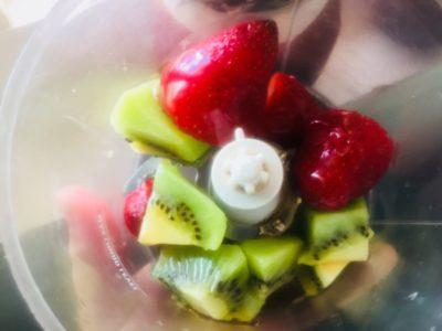 kiwis strawberries