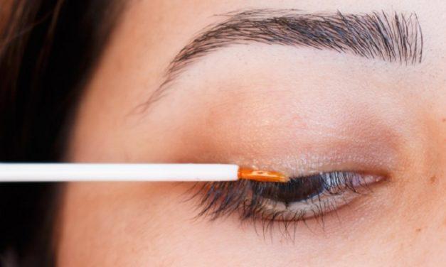 Homemade Lash & Eyebrow Growth Serum
